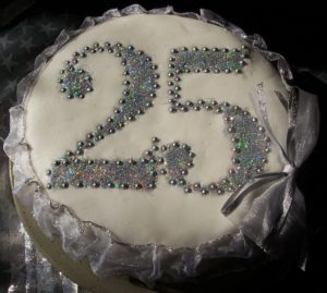 100_3743-silver-wedding-cake